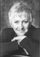 Lynda M Andrews