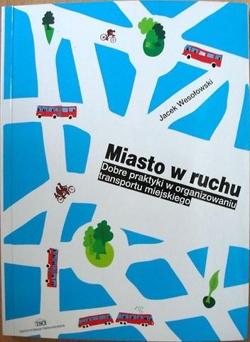 Okładka książki Miasto w ruchu. Przewodnik po dobrych praktykach w organizowaniu transportu miejskiego