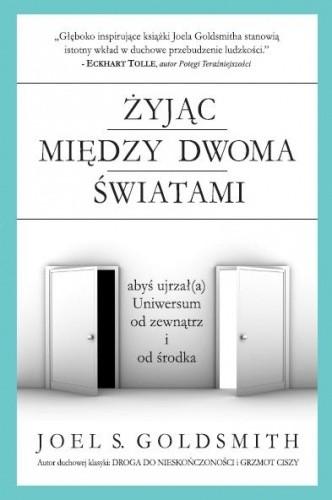 Okładka książki Żyjąc między dwoma światami