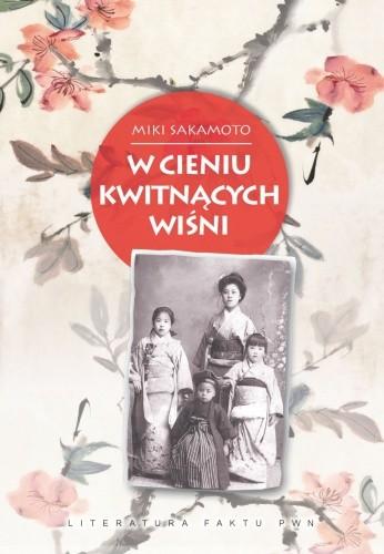 Okładka książki W cieniu kwitnących wiśni