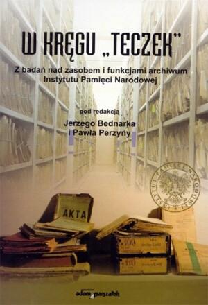 """Okładka książki W kręgu """"teczek"""". Z badań nad zasobem i funkcjami archiwum Instytutu Pamięci Narodowej"""
