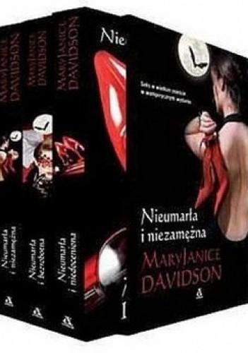 Okładka książki Nieumarła i niezamężna + Nieumarła i bezrobotna + Nieumarła i niedoceniona (komplet)