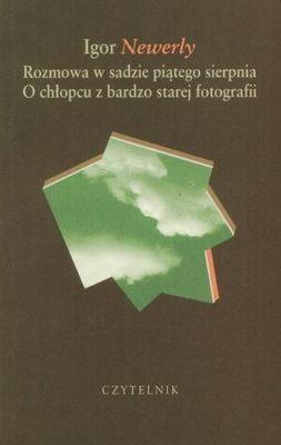 Okładka książki Rozmowa w sadzie piątego sierpnia. O chłopcu z bardzo starej fotografii