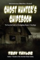 Okładka książki Ghost Hunter's Guidebook: The Essential Guide to Investigating Ghosts & Hauntings
