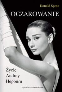 Okładka książki Oczarowanie. Życie Audrey Hepburn