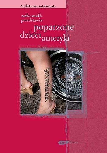 Okładka książki Zadie Smith przedstawia. Poparzone dzieci Ameryki