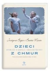 Okładka książki Dzieci z chmur. Opowieść o adopcji i macierzyństwie Justyna Bigos,Beata Mozer