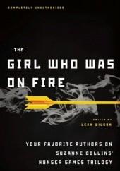 Okładka książki The Girl Who Was on Fire: Your Favorite Authors on Suzanne Collins' Hunger Games Trilogy Leah Wilson,Carrie Ryan,Bree Despain,Sarah Rees Brennan,Ned Vizzini,Jennifer Lynn Barnes