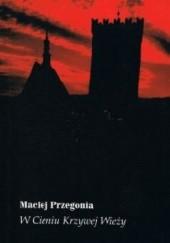 Okładka książki W Cieniu Krzywej Wieży Maciej Przegonia