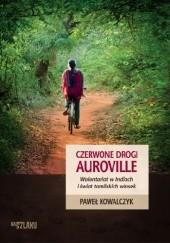 Okładka książki Czerwone drogi Auroville. Wolontariat w Indiach i świat tamilskich wiosek Paweł Kowalczyk