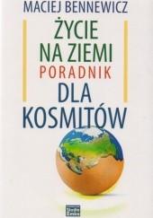 Okładka książki Życie na ziemi poradnik dla kosmitów Maciej Bennewicz