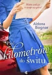 Okładka książki Pięć kilometrów do świtu Aldona Bognar