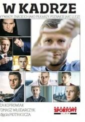 Okładka książki W kadrze Wywiady. Znacie ich jako piłkarzy, poznajcie jako ludzi Izabela Koprowiak,Tomasz Włodarczyk