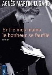 Okładka książki Entre mes mains le bonheur se faufile Agnès Martin-Lugand
