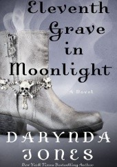 Okładka książki Eleventh Grave in Moonlight Darynda Jones