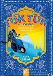Okładka książki TukTukCinema. Czyli historia o Indiach, Gangesie, radości życia, wiecznie psującym się skuterze i Bolku i Lolku Robert Maciąg