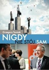 Okładka książki Nigdy nie stój sam Grzegorz Turniak