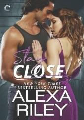 Okładka książki Stay Close