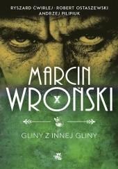 Okładka książki Gliny z innej gliny Andrzej Pilipiuk,Marcin Wroński,Robert Ostaszewski,Ryszard Ćwirlej