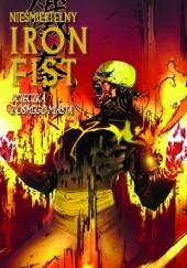 Okładka książki Nieśmiertelny Iron Fist #4: Ucieczka z ósmego miasta Duane Swierczynski,Travel Foreman