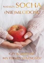 Okładka książki (Nie)młodość. Czy kobiecość ma termin ważności? Natasza Socha