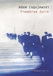 Okładka książki Prawdziwe życie Adam Zagajewski