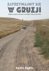 Okładka książki Zatrzymajmy się w Gruzji. Trzema małymi autami w podróż pełną przygód Kamil Bąbel