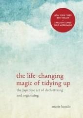 Okładka książki The Life-Changing Magic of Tidying Up: The Japanese Art of Decluttering and Organizing Marie Kondo