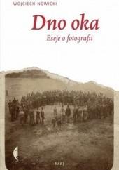 Okładka książki Dno oka. Eseje o fotografii Wojciech Nowicki