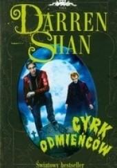 Okładka książki Cyrk odmieńców Darren Shan