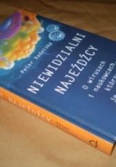 Okładka książki Niewidzialni najeźdźcy: o wirusach i naukowcach, którzy je ścigają Peter Radetsky