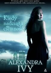 Okładka książki Kiedy nadciąga ciemność Alexandra Ivy