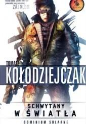 Okładka książki Schwytany w światła Tomasz Kołodziejczak