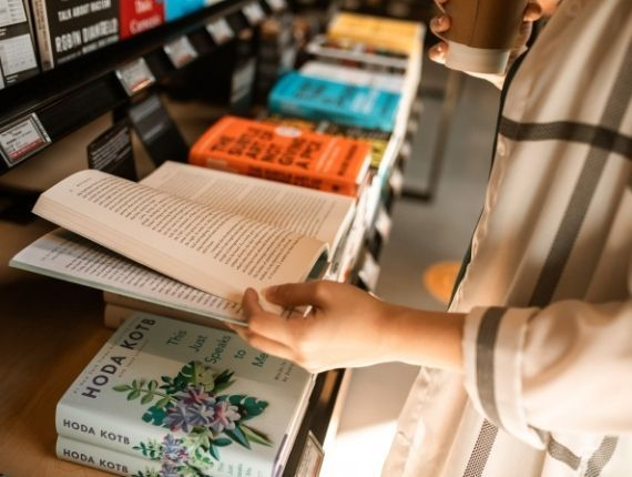 Większość Polaków czyta książki? Nowy sondaż CBOS