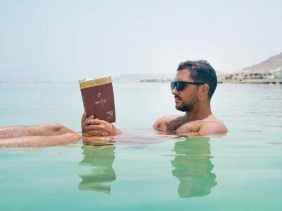Z książką na drogę, czyli o historiach czytanych w podróży