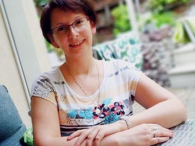 Należę do autorów słuchających swoich bohaterów – wywiad z Anną Szepielak