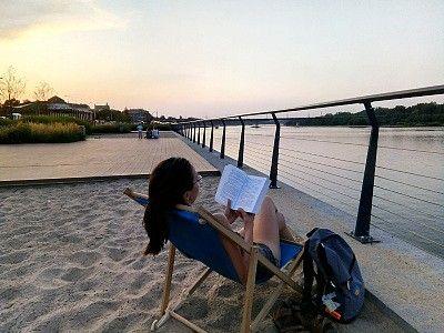 Gdzie czytać w stolicy? Miniprzewodnik po miejscach i książkach, czyli Warszawa da się lubić
