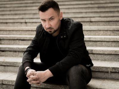 """Chcę zaskakiwać czytelników. Wywiad z Przemysławem Żarskim, autorem kryminału """"Ślad"""""""