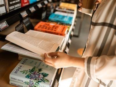 Artykuł Większość Polaków czyta książki? Nowy sondaż CBOS